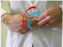 Mobilitazione con tecnica di scivolamento: mobilizzazione con scivolamento antero-posteriore dell'articolazione trapezio metacarpale (TMJ).